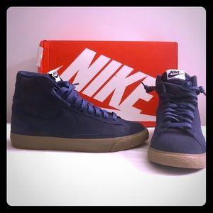 💙NEW! NIKE Suede High Top Sneaker